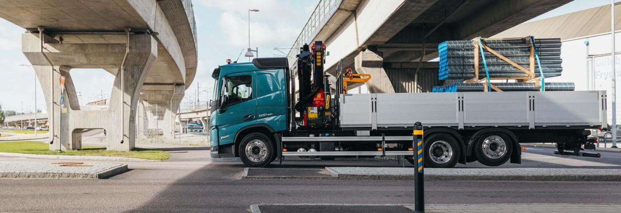 Obtenez votre Volvo FM avec un large éventail de configurations d'essieu, d'empattements et de hauteurs de châssis répondant à vos besoins.